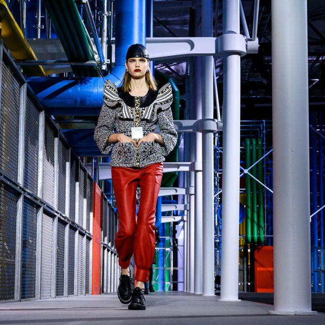 Street fashion, Fashion, Clothing, Blue, Beauty, Snapshot, Electric blue, Fashion model, Tights, Fashion design,