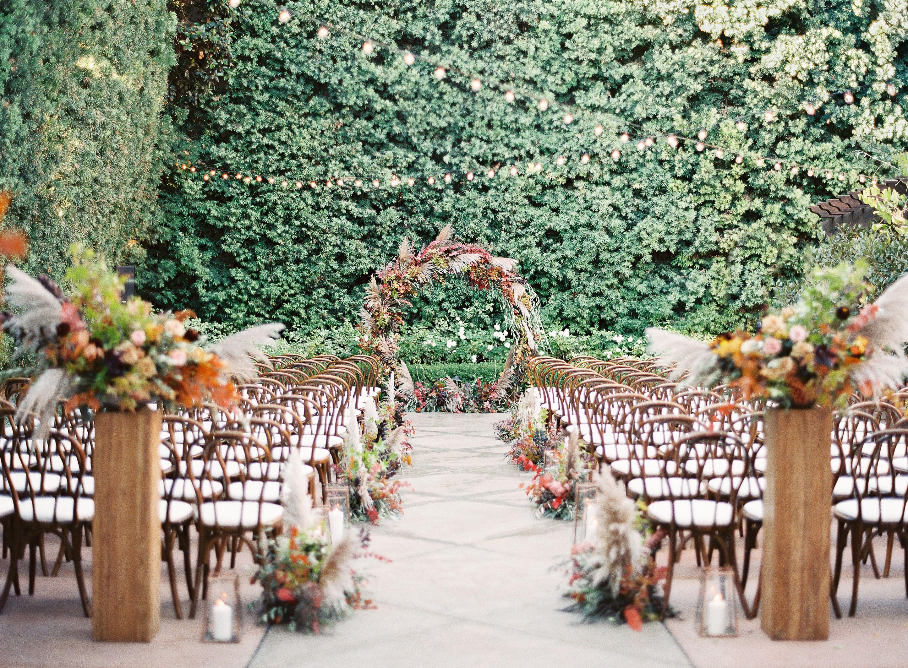 9 Pretty Fall Wedding Arch Ideas - Outdoor Fall Wedding Altars