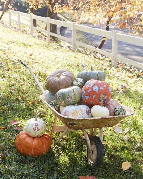 leaf motif pumpkins diy halloween decorations