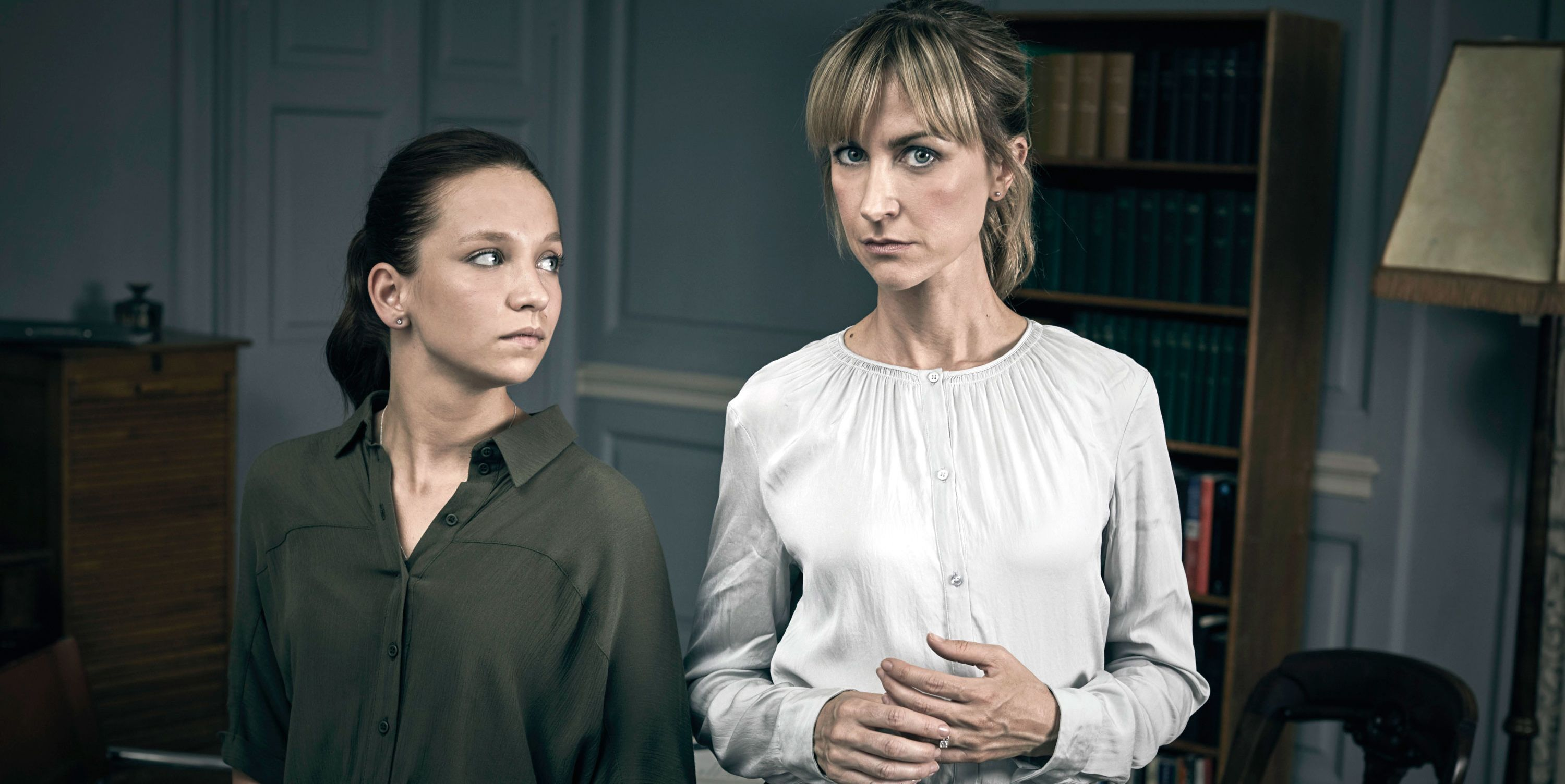 Molly Windsor as Rose, Katherine Kelly as Leah, Cheat