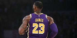 LeBron James supera en anotación a Michael Jordan