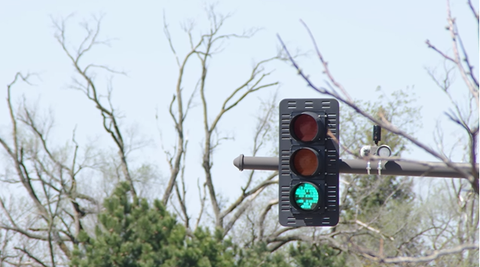 The Huge Advantages (and One Problem) of LED Traffic Lights