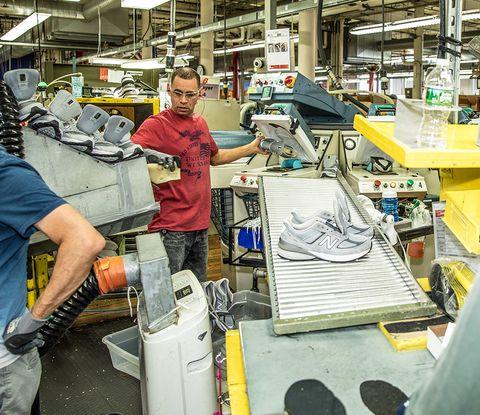 ニューバランスの工場訪問、「990v5」を見学