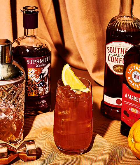 alabama slammer cocktail with gin, southern comfort, amaretto and orange juice