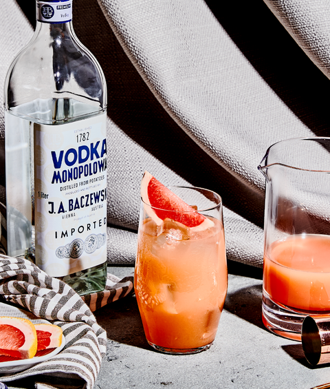 greyhound cocktails with grapefruits and vodka