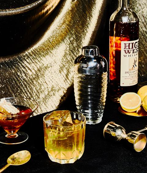 Drink, Liqueur, Distilled beverage, Alcoholic beverage, Beer cocktail, Alcohol, Whisky, Grog, Whiskey sour, Still life photography,
