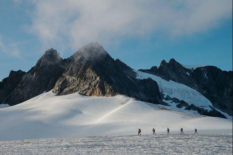 Mountainous landforms, Mountain, Snow, Glacial landform, Mountain range, Ridge, Sky, Alps, Winter, Geological phenomenon,