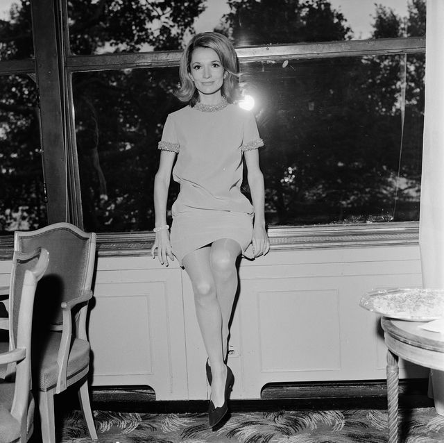 """lee radziwill, sep 19, 1967  lee bouvier, actress  sister of jacqueline kennedy onassis, pictured at the savoy hotel in london 19th september 1967 lee bouvier 34 is in london for her tv acting debut in david susskind's 」120,000 production of """"laura"""" she is using her maiden name as she prefers """"to keep my stage and private life separate"""" married to anthony stanislas radziwill, her full title is princess lee radziwill"""