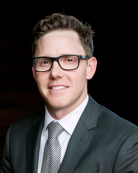 White-collar worker, Official, Suit, Chin, Forehead, Businessperson, Glasses, Eyewear, Photography, Portrait photography,