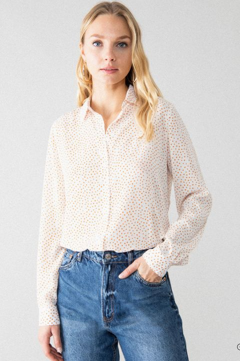 lefties diseña cinco camisas perfectas para ir 'trendy' al trabajo y que cuestan todas menos de diez euros ¿baratas ese adjetivo se le queda muy corto