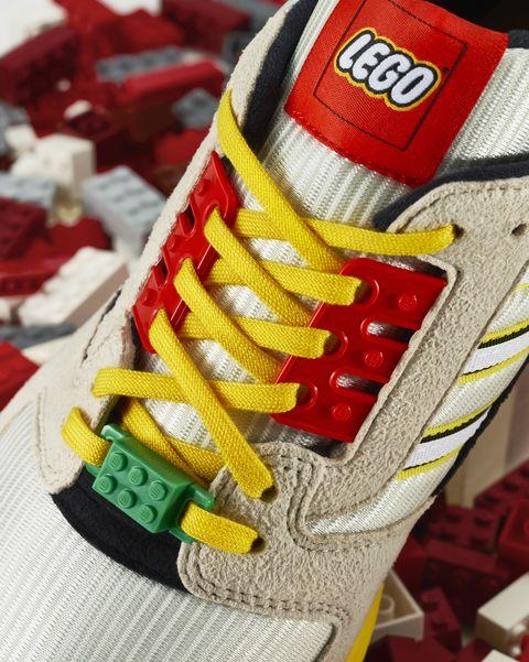 Año nuevo Víctor captura  Adidas x Lego y las zapatillas ZX8000 para hombre