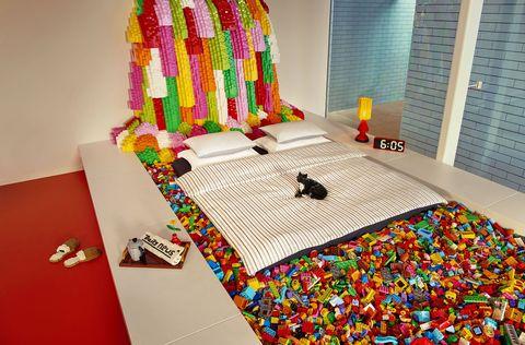 Bed sheet, Room, Textile, Interior design, Furniture, Linens, Bed, Bedroom, Play,