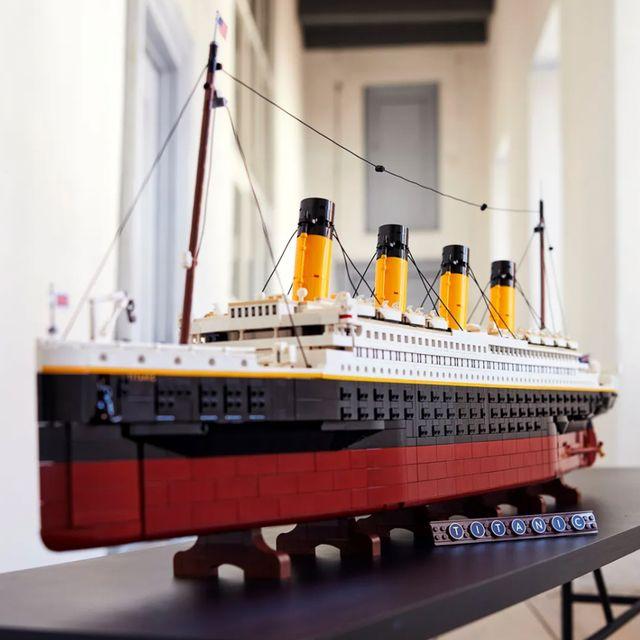 lego titanic 9,090 piece set