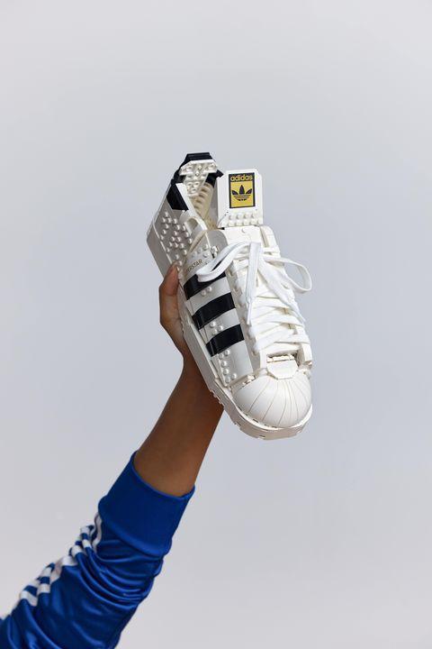 樂高聯名愛迪達讓superstar更可愛!神還原adidas originals三葉草經典貝殼鞋