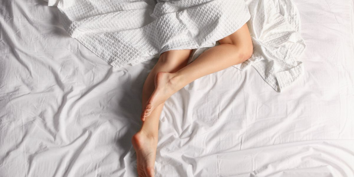 4 Health Benefits of Sleeping Naked - YouTube