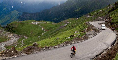 Mountainous landforms, Cycling, Mountain pass, Mountain range, Highland, Road cycling, Mountain, Outdoor recreation, Alps, Vehicle,