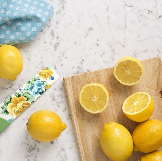lemons on cutting boarfd