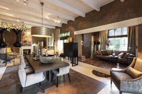 Living room, Room, Interior design, Property, Furniture, Building, Ceiling, Home, House, Real estate,