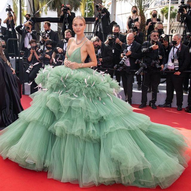 【2021年】第74回カンヌ国際映画祭開催! セレブのドレス姿に賞賛とサプライズの嵐