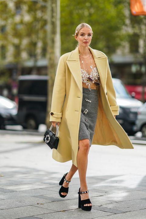 pantone 2021年度代表色穿搭攻略!借鏡時裝周街拍的「極致灰」「亮麗黃」時髦混搭術