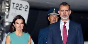 Los Reyes de España han viajado a Argentina en el que es el primer viaje oficial de Felipe VI desde que fue coronado. Y con anécdota en su aterrizaje.