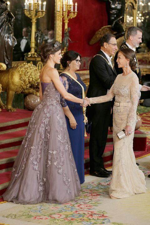 32b624b19f Letizia e Isabel Preysler en la cena de gala en el Palacio Real en honor del