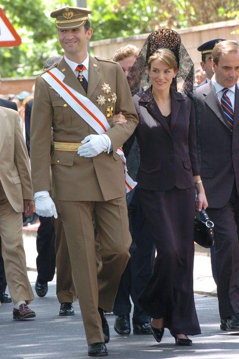 Con motivo de su décimo quinto aniversario de boda, repasamos los 15 looks de la reina Letizia más recordados.