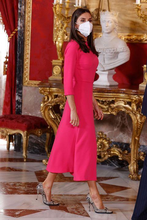 letizia recupera su vestido rosa de moisés nieto