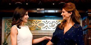 Repasamos los looks de la reina Letizia y la primera dama argentina, Juliana Awada. ¿Qué estilismos te han gustado más?