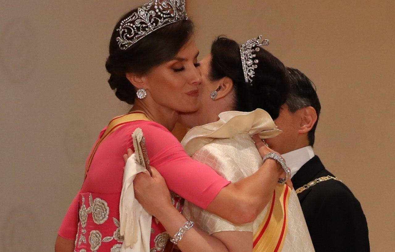 El cariñoso saludo de la reina Letizia a Masako