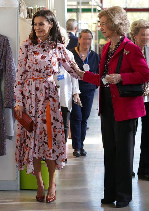 La reina Letizia y la reina Sofía, en el rastrillo de Nuevo Futuro
