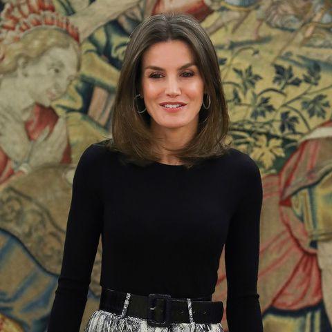 estilo máximo gran calidad oferta especial La reina Letizia tiene la falda de Zara con estampado ...