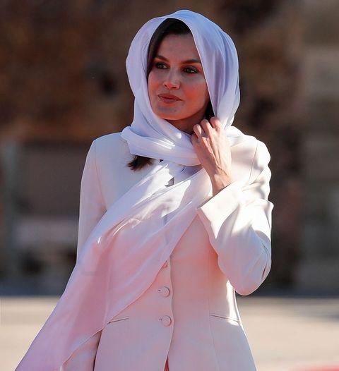 Letizia vuelve a lucir el traje de su compromiso en Marruecos