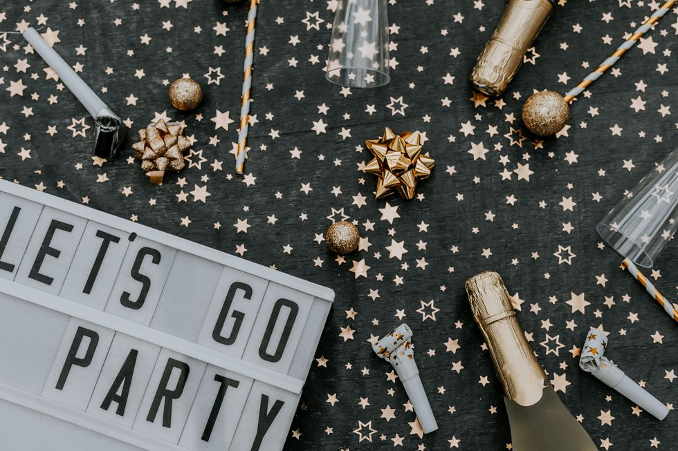 25 Cool New Year's Eve Decorations for a Fun, Festive New Year's Party