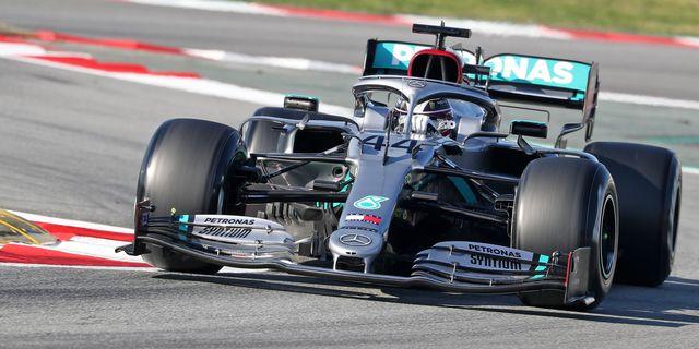 """Mercedes-AMG's """"Dual-Axis Steering"""" Is the Wildest F1 Innovation We've Seen in a Long Time"""
