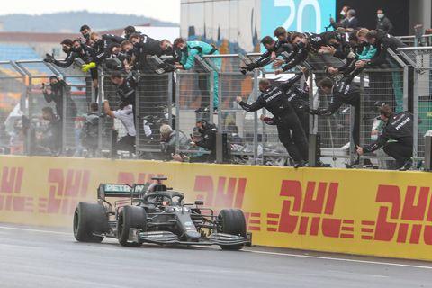 lewis hamilton wins 7th formula 1 title