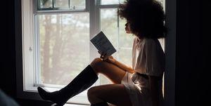 vrouw-leest-een-boek
