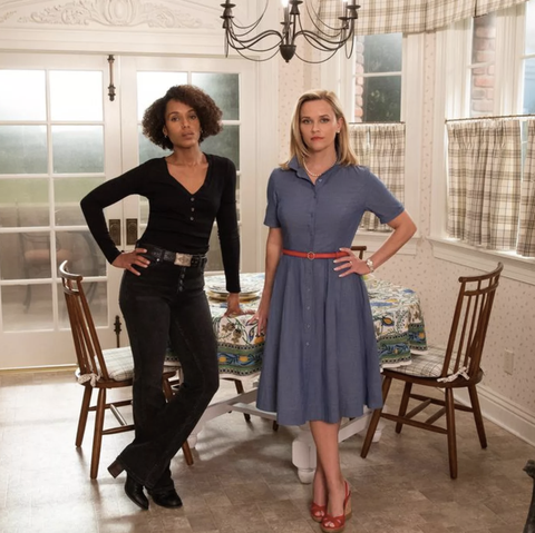 kerry washington and reese witherspoon play mia warren and elena richardson in hulu's explosive little fires everywhere