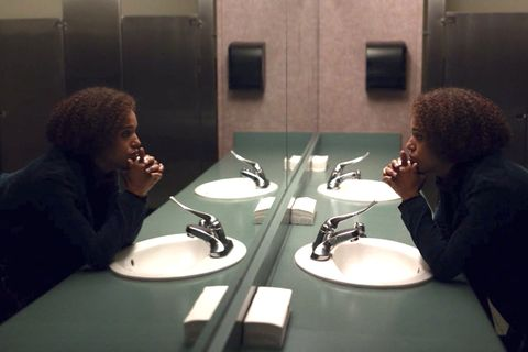 in the finale of little fires everywhere, mia warren kerry washington finally confronts her demons and tells pearl everything about her past