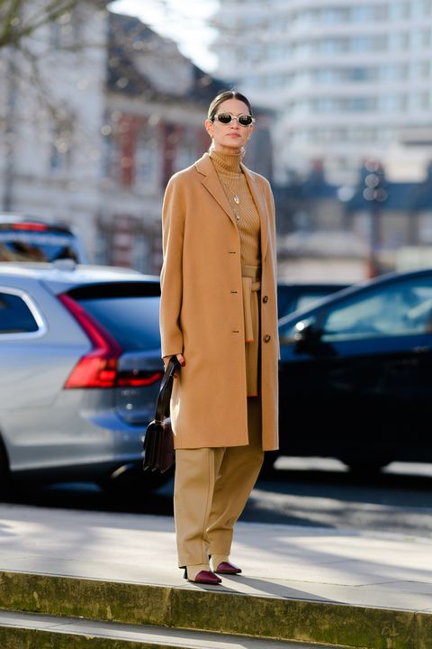 Clothing, Street fashion, Fashion, Coat, Brown, Snapshot, Yellow, Outerwear, Beige, Trench coat,
