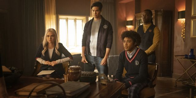 legacies    goodbyes sure do suck    image number lgc302b0411rjpg    pictured l r jenny boyd as lizzie, ben levin as jed, quincy fouse as mg and chris lee as kaleb    photo mark hillthe cw    © 2021 the cw network, llc all rights reserved