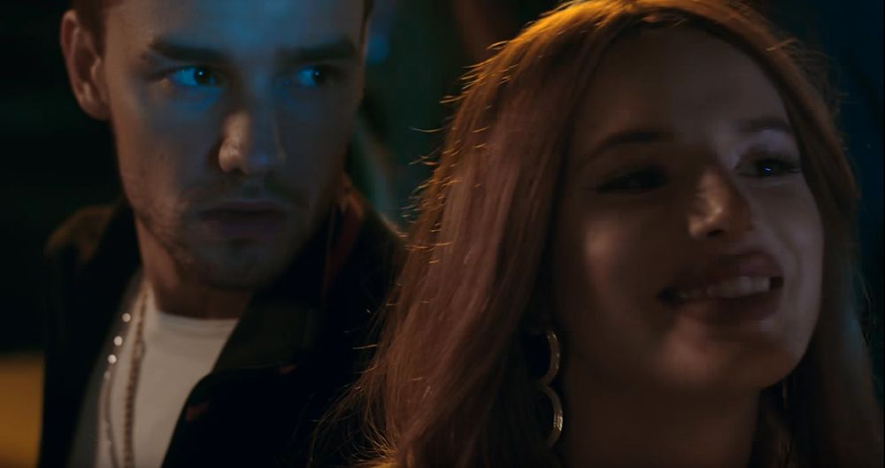 Liam Payne S Bedroom Floor Video Starring Bella Thorne Is Here But Fans Think It S Awkward