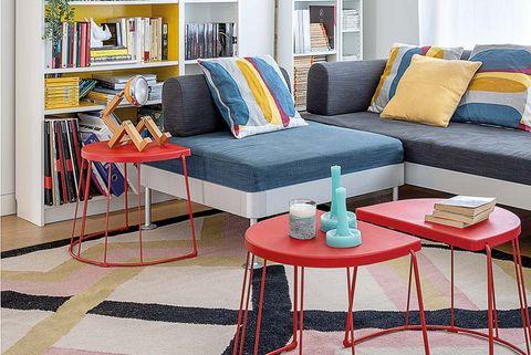 salón con colores vitamina alfombra geométrica