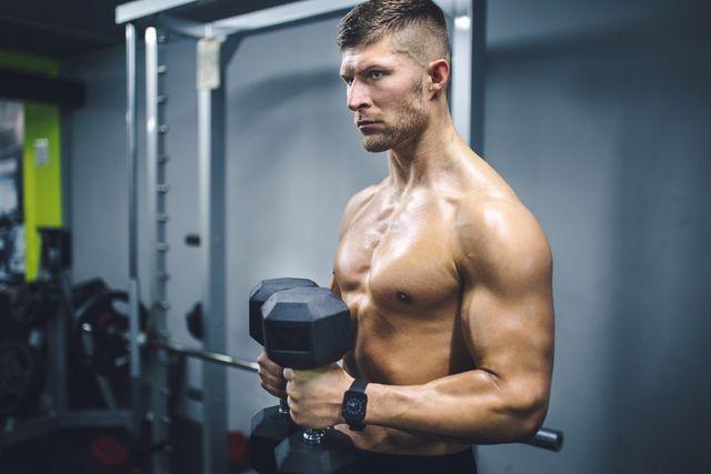 entrenamiento de bíceps con mancuernas