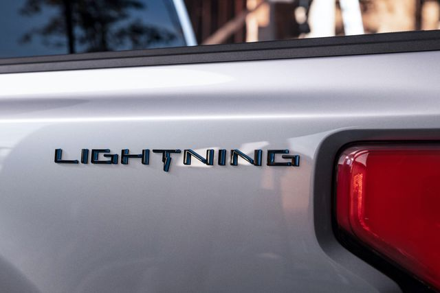 ford f 150 lightning electric