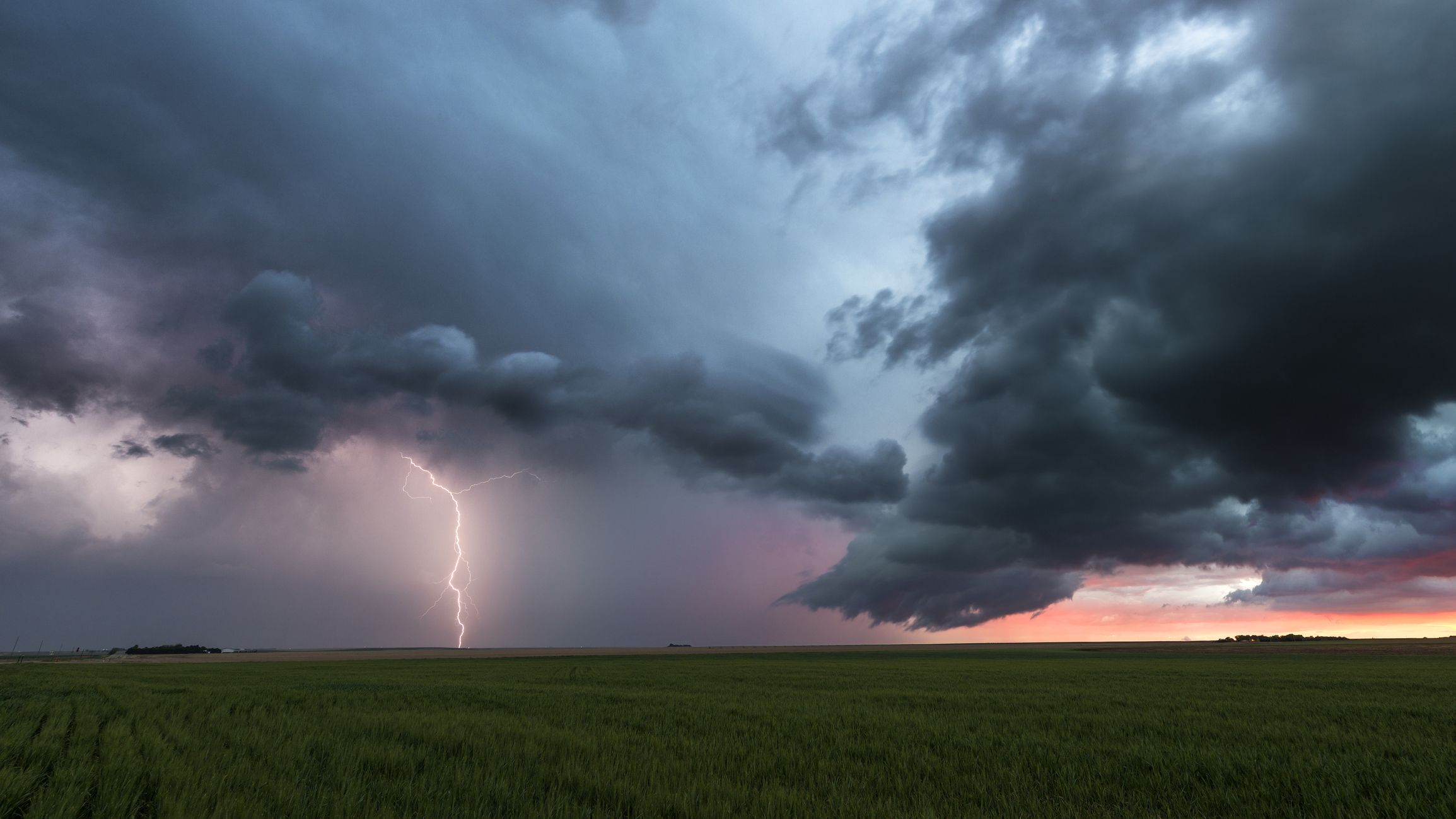 15 Things You Should Always Do/Never Do If Caught Outside During a Thunderstorm