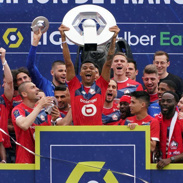 ligue 1 2020 2021 season champions lille osc celebrate as reinildo lifts the hexagoal trophy