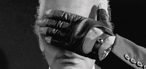 White, Black, Hand, Black-and-white, Monochrome, Arm, Finger, Monochrome photography, Human, Photography,