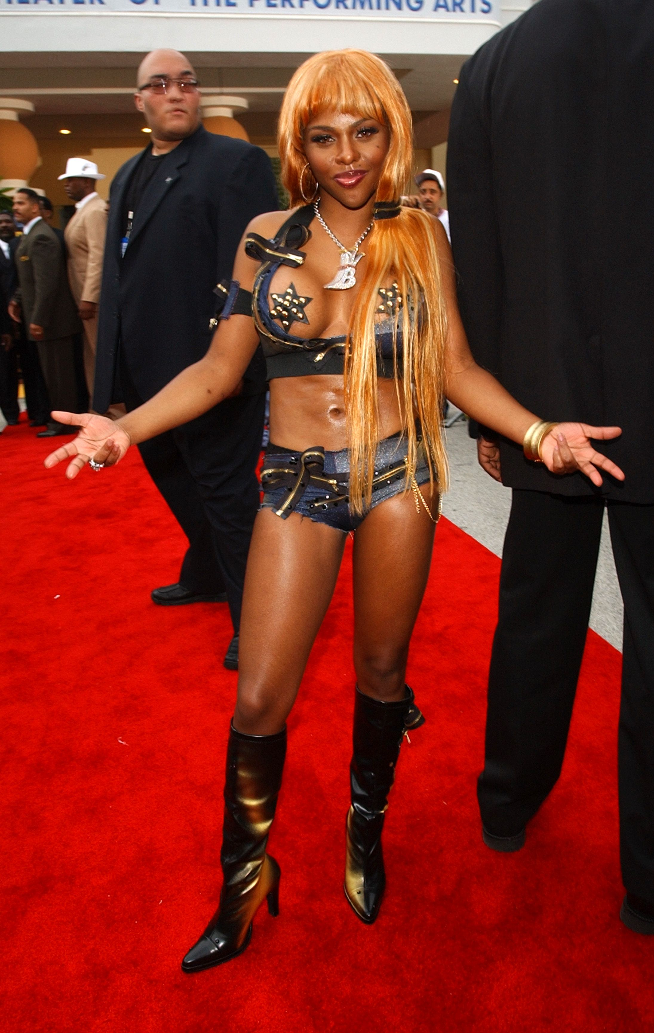 lil-kim-during-the-source-hip-hop-music-awards-2001-at-the-news-photo-1594065256.jpg