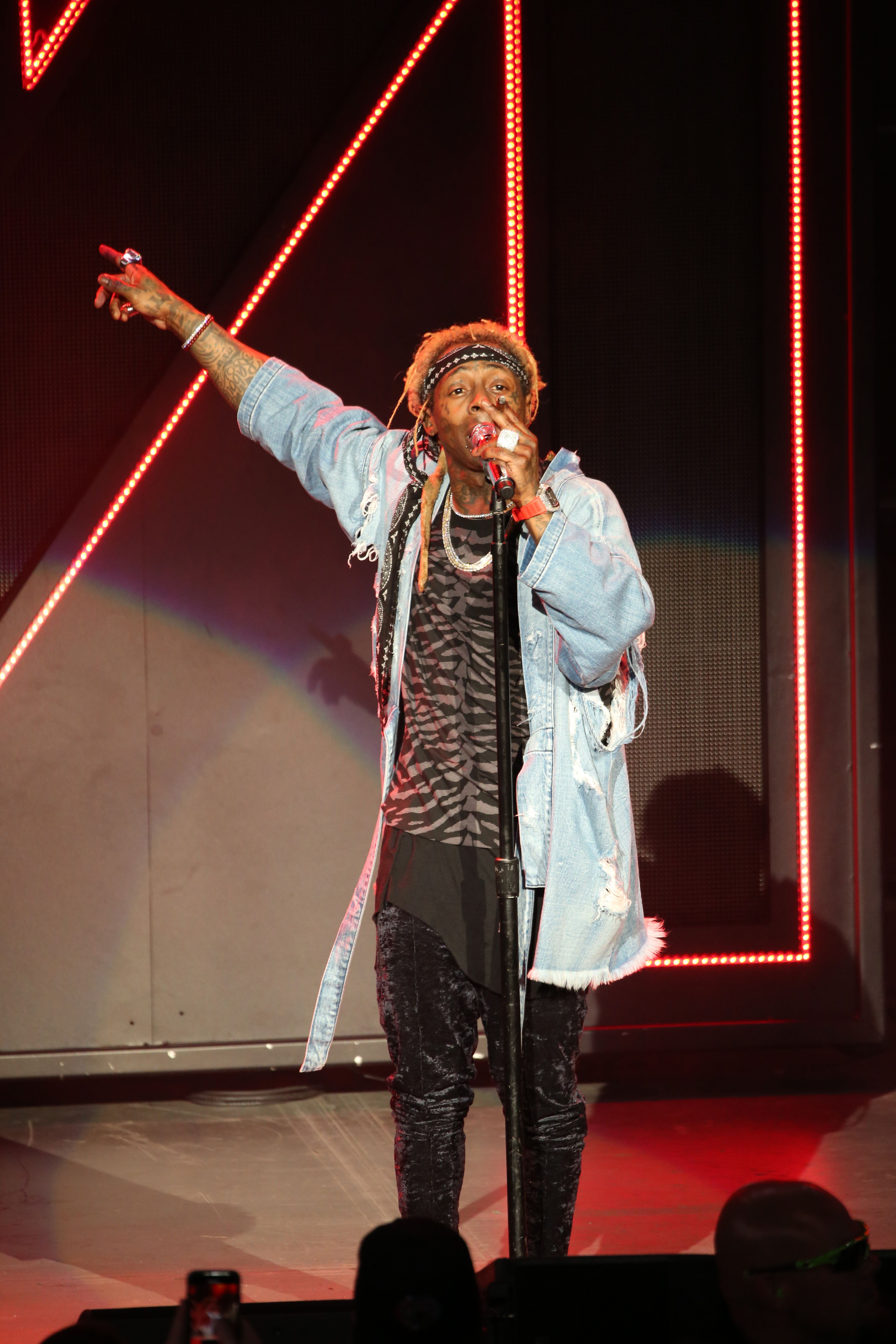 Lil Wayne Quits Blink 20 Tour Video   Lil Wayne Says He Will ...